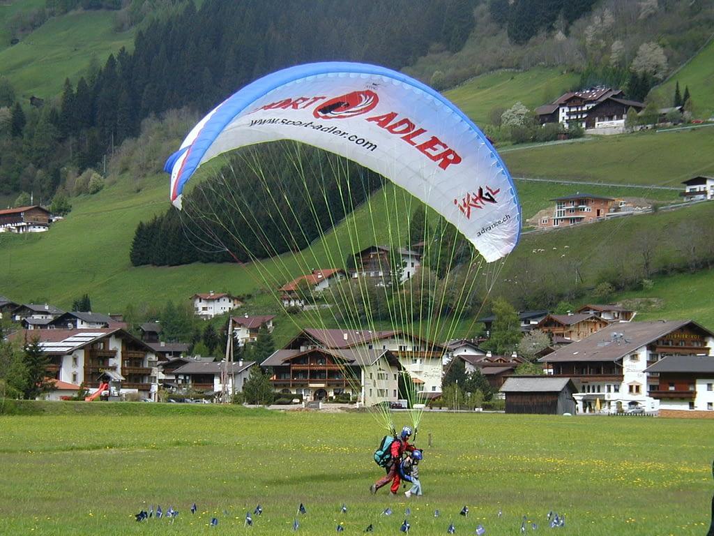 Tandem Gleitschirmflug Landung